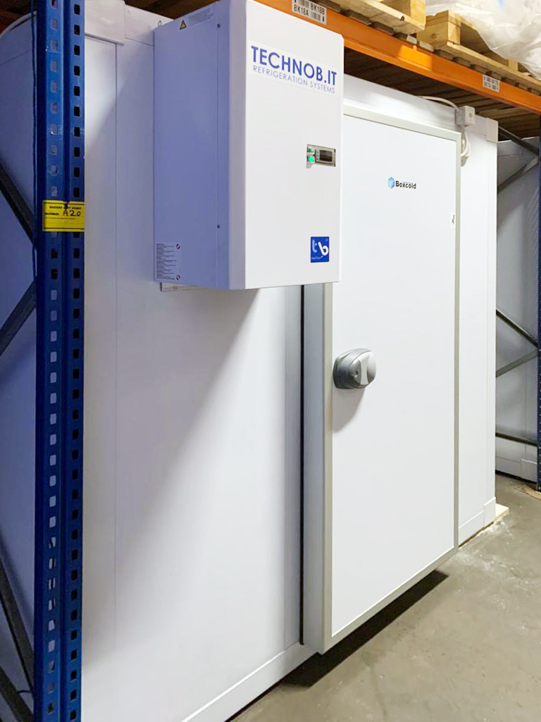 the-greek-deli-freezer-room-with-l-shape-racking-01
