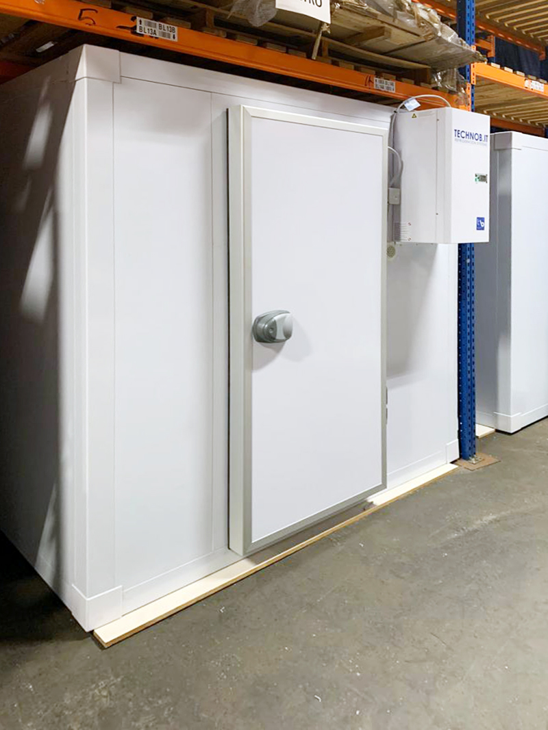 the-greek-deli-freezer-room-with-l-shape-racking-02