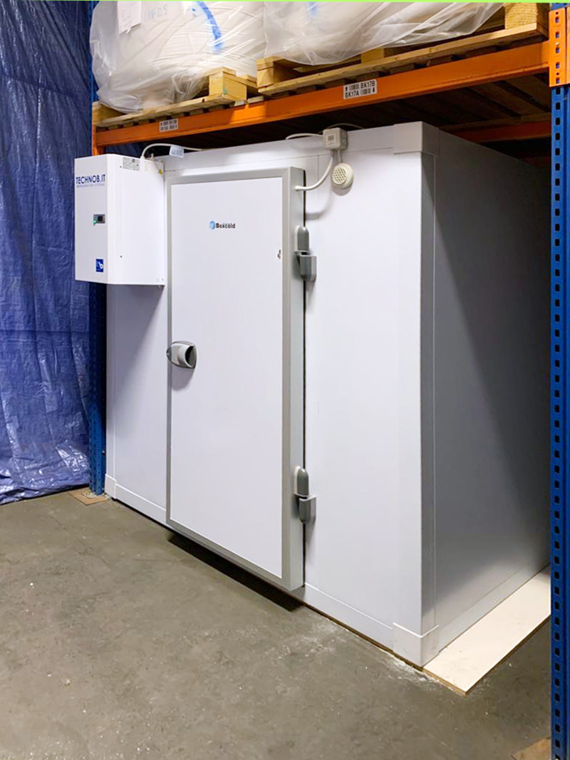 the-greek-deli-freezer-room-with-l-shape-racking-03