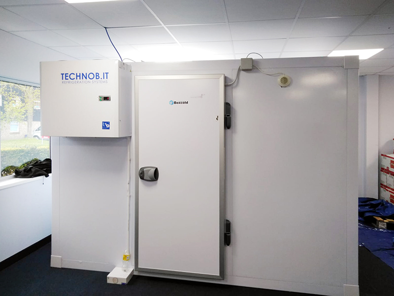 tropical-foods-and-drinks-freezer-room-01