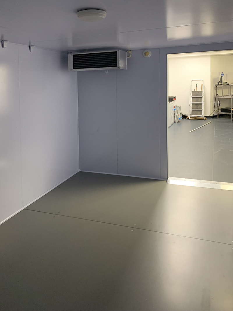 freezer-room-with-straddle-unit-at-diamond-hanger-in-stansted-05